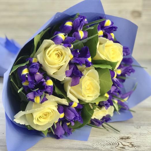Букет из ирисов и роз: букеты цветов на заказ Flowwow