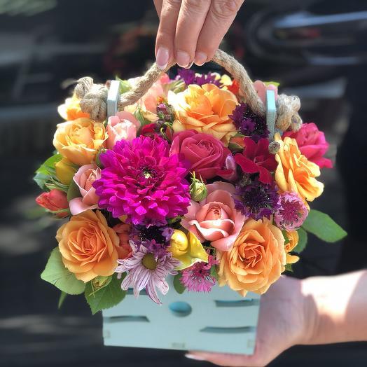 Ящик с Розами и георгином: букеты цветов на заказ Flowwow