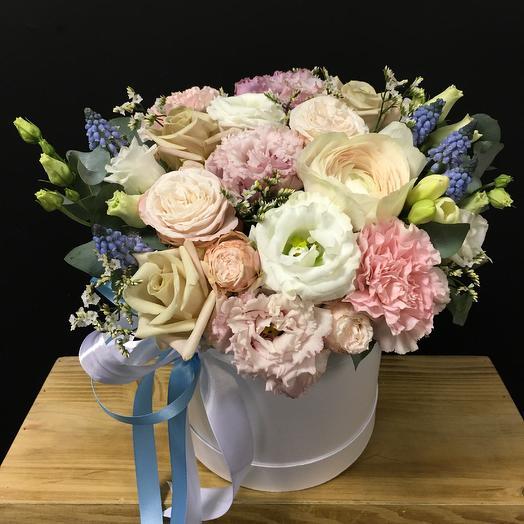 Коробочка дня с ранункулюсом: букеты цветов на заказ Flowwow