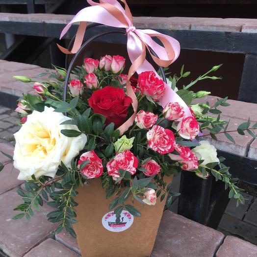 Крафтовая сумочка: букеты цветов на заказ Flowwow