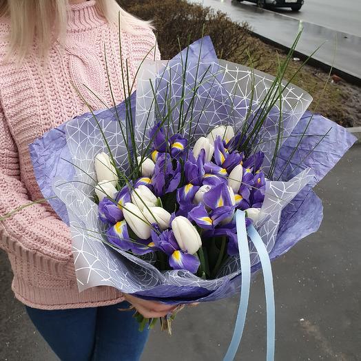 Букет белых тюльпанов с ирисами