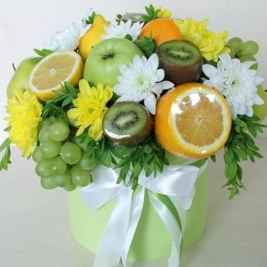 """Коробка с хризантемами и фруктами""""витаминка"""""""