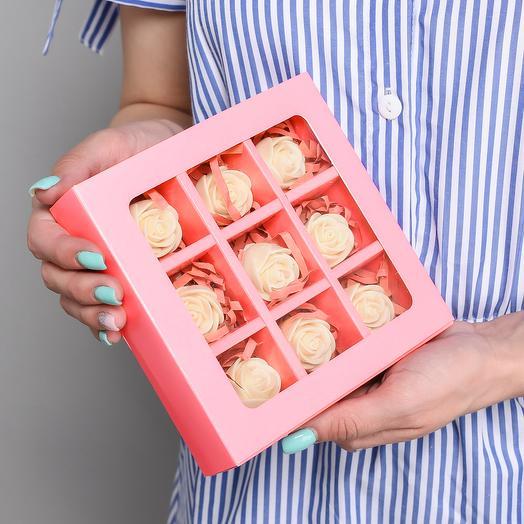 Мини-коробочка с 9 шоколадными розами M9-K-B