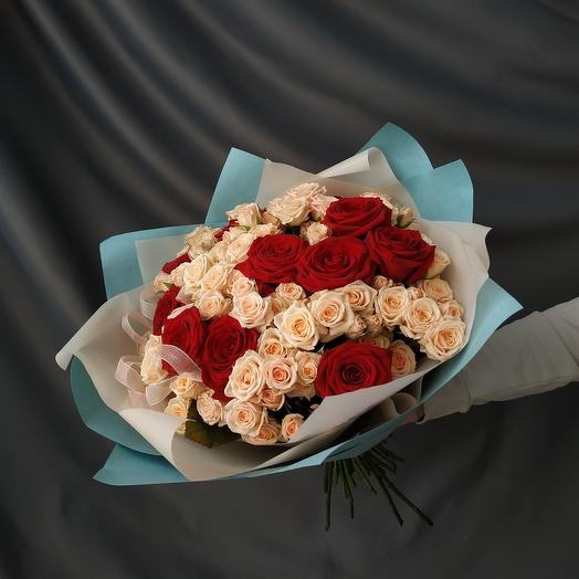 """Дуобукет """"25 кремовых и красных роз """""""