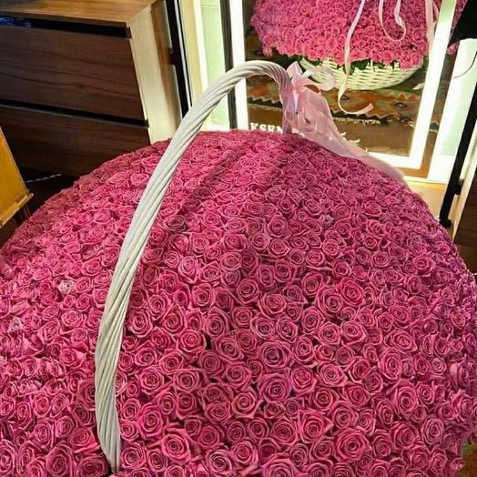 1001 роза в корзине