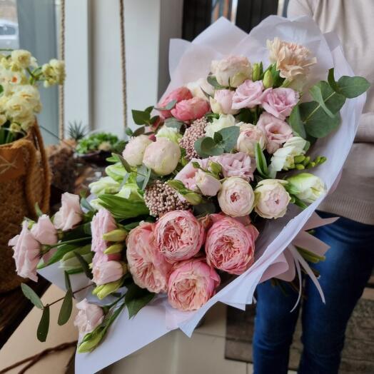 Букет с Розами, Эустомой и Гвоздикой