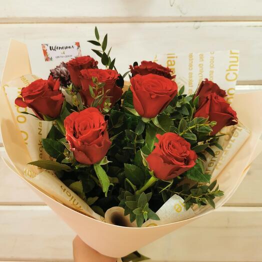9 бордовых роз с эвкалиптом