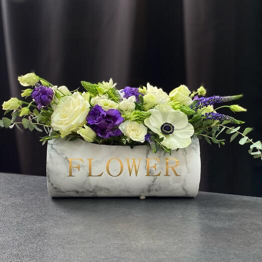Цветы в коробке цилиндрической