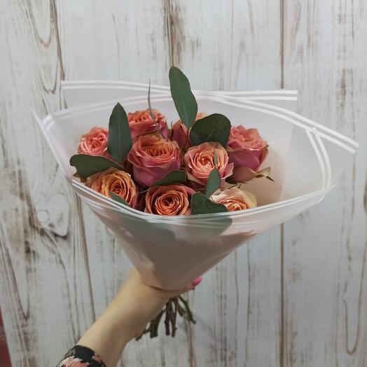 Букет с пионовидными розами и Эвкалиптом