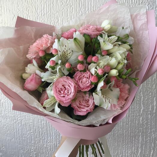 Сборный букет из пионовидных роз «мечта»