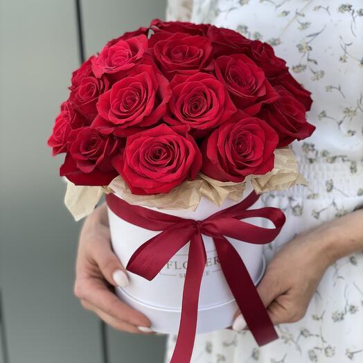 Коробка шляпная из 25 красных роз