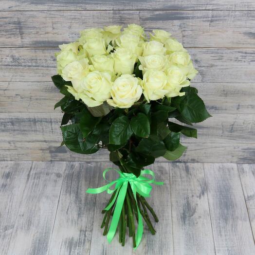 25 белых роз mondial 70 см