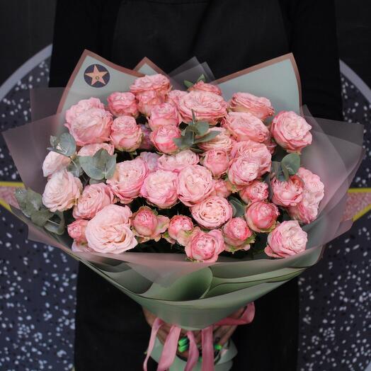 11 кустовых пионовидных роз + эвкалипт