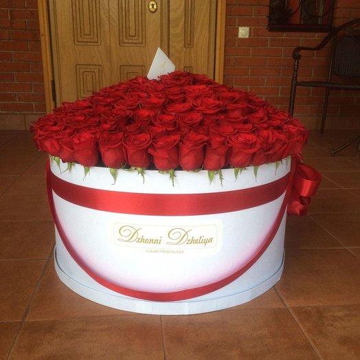 Голландские Красные розы в большом белом цилиндре: букеты цветов на заказ Flowwow