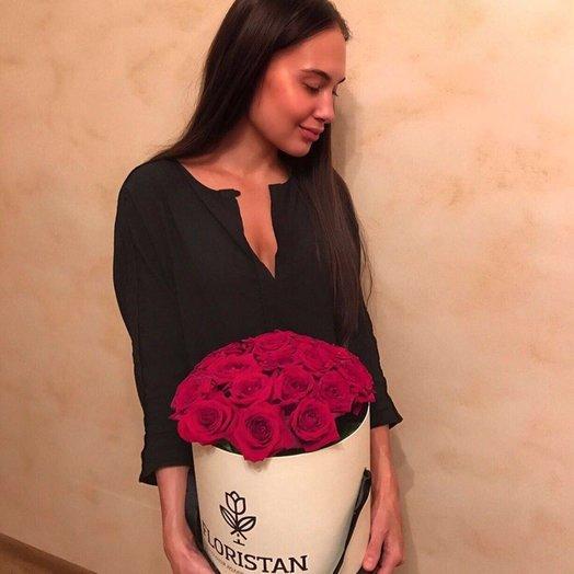 Розы в фирменной коробке