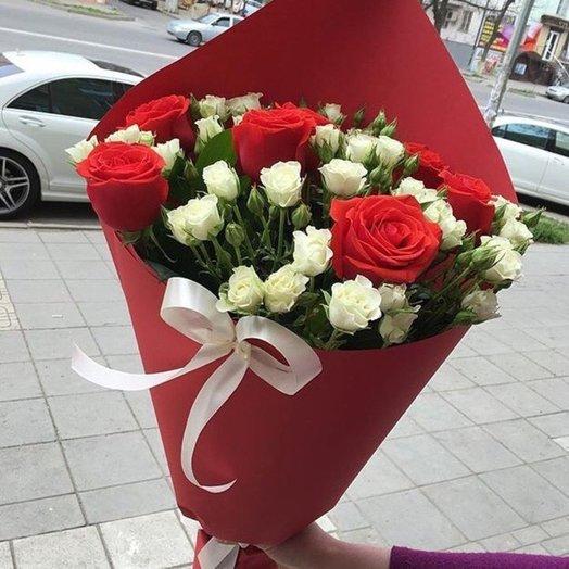 Букет из красной и белой розы: букеты цветов на заказ Flowwow