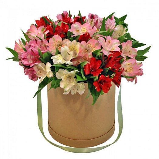 Коробочка альстроемерий: букеты цветов на заказ Flowwow