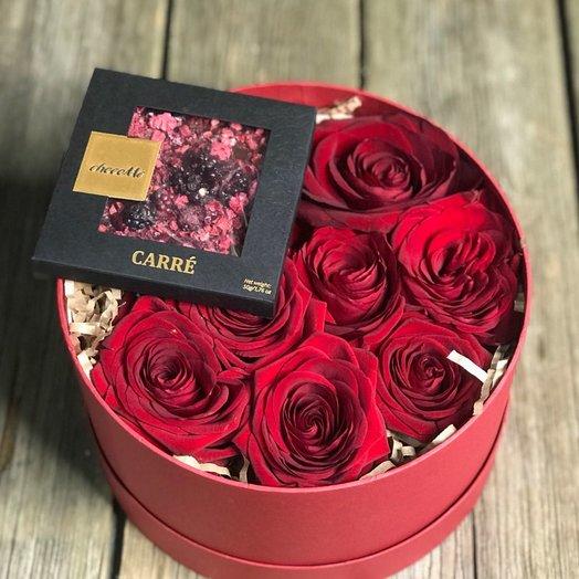 Коробочка с розами и французским шоколадом: букеты цветов на заказ Flowwow