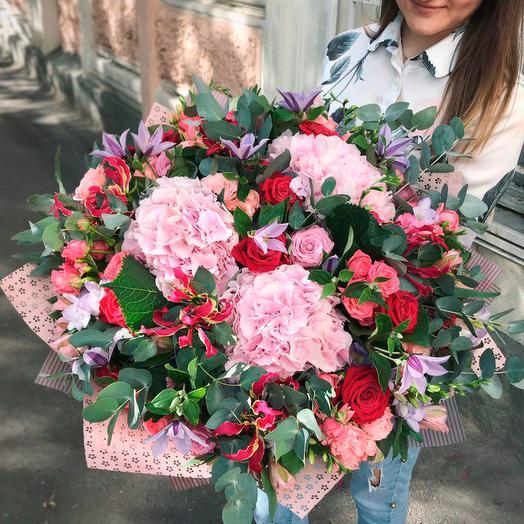 Большой букет с гортензиями: букеты цветов на заказ Flowwow