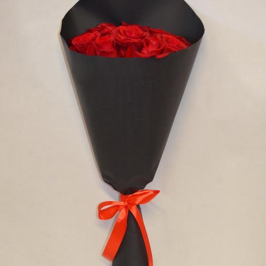 Букет из красных роз Петербургская ночь: букеты цветов на заказ Flowwow