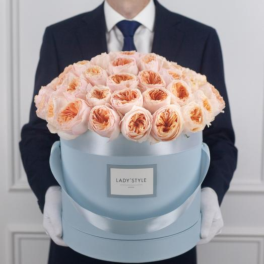 Пионовидные розы Juliet в шляпной коробке XL: букеты цветов на заказ Flowwow