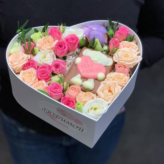 Сердечко с цветами и мишкой из шоколада: букеты цветов на заказ Flowwow
