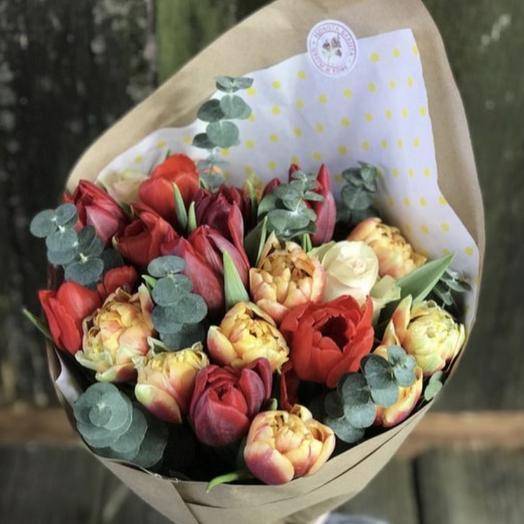 21 пионовидный тюльпан с эвкалиптом: букеты цветов на заказ Flowwow