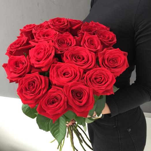 Букет из 17 красных роз 60 см: букеты цветов на заказ Flowwow