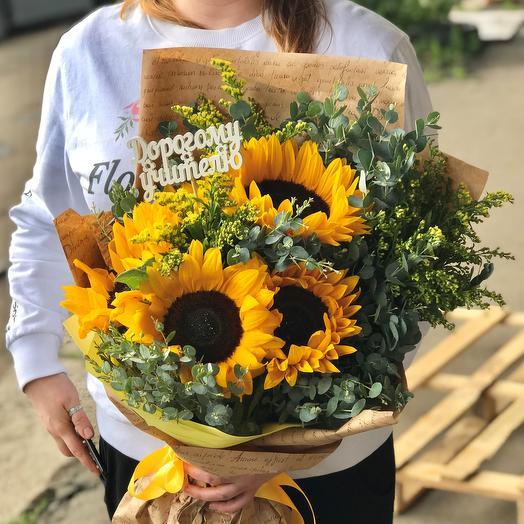 1 сентября. Букет из 5 сочных желтых подсолнухов. N529: букеты цветов на заказ Flowwow