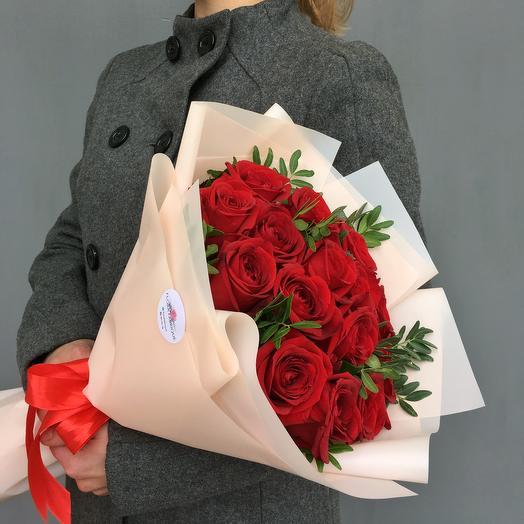 Моно букет из 15 роз Red Naomi: букеты цветов на заказ Flowwow