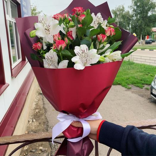 Буке из розы и альстромерии