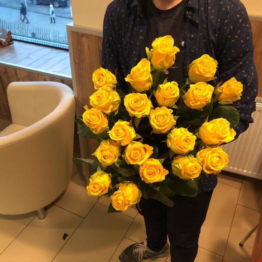 Букет из 21 желтой местной розы 70 см: букеты цветов на заказ Flowwow