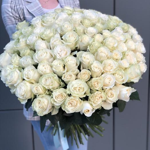Bouquet of 101 white roses is a timeless classic