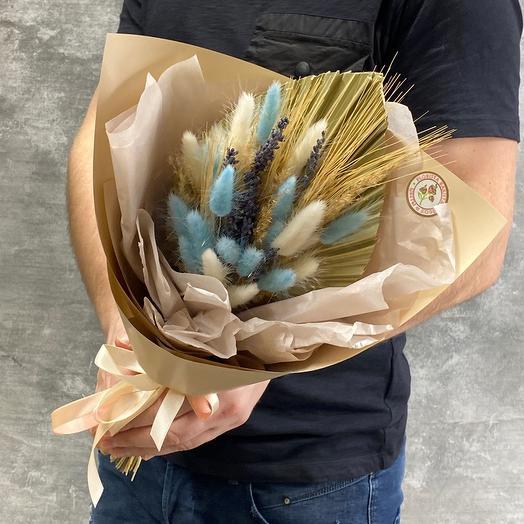 Милый букет с лагурусом и листом пальмы