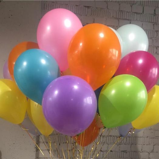 Облако разноцветных воздушных шаров