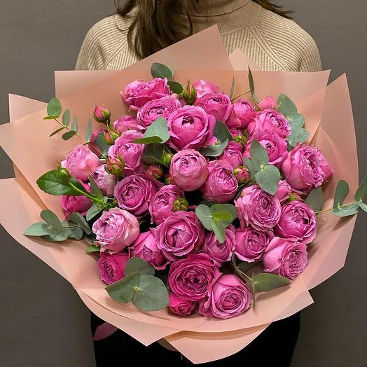 Роскошные пионовидные розы Мисти баблс