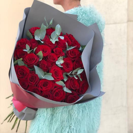 35 роз с эвкалиптом