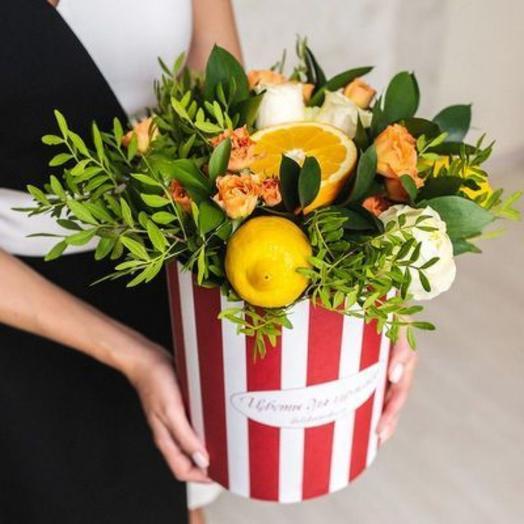 Композиция из цветов и фруктов