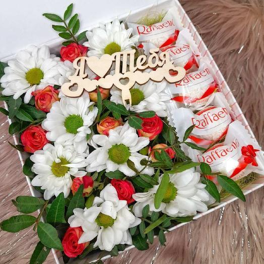 Цветы и раффаэлло в коробке