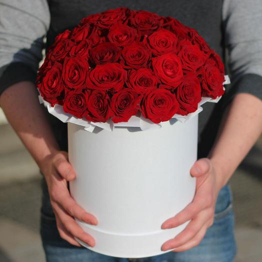 39 красных роз роза red naomi в белом боксе