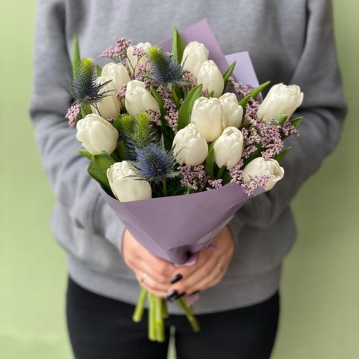 Трио букет из тюльпанов, эрингиума и лимониума