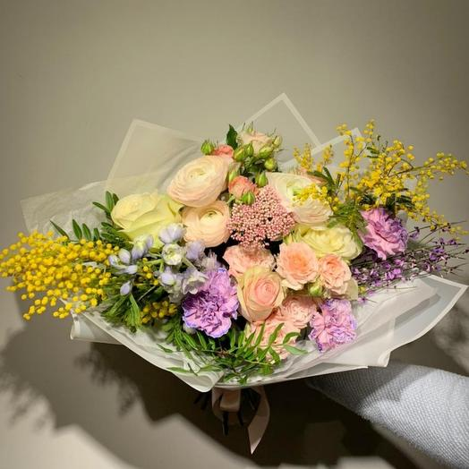 Букет с сезонными цветами