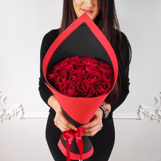 Букет из 19 красных роз Стиляга(коробка конфет в подарок, см. условие акции)