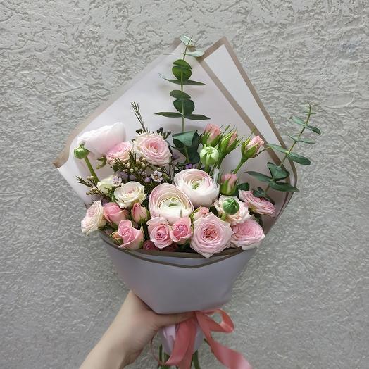 Букет с ранюнкулюсами и ассорти цветов