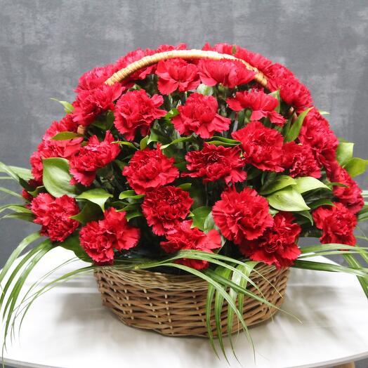 Траурная корзина из живых цветов