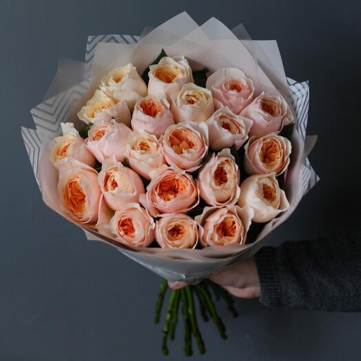 Букет пионовидных роз Джульет Дэвида Остина