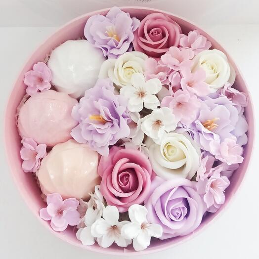 Мыльные цветы в корбке
