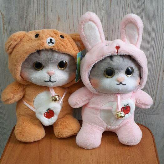 Мягкая игрушка Кот в костюме с колокольчиком