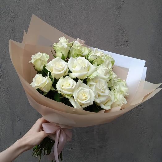 21 белоснежная роза классический и минималистичный букет