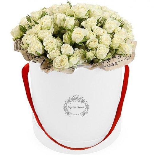 Белые кустовые розы в шляпной коробке: букеты цветов на заказ Flowwow